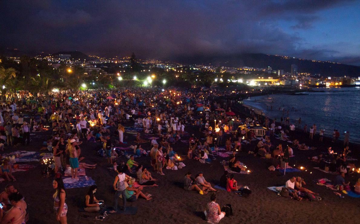 Sur une plage de Puerto de La Cruz, située sur l'île de Tenerife dans les îles ...