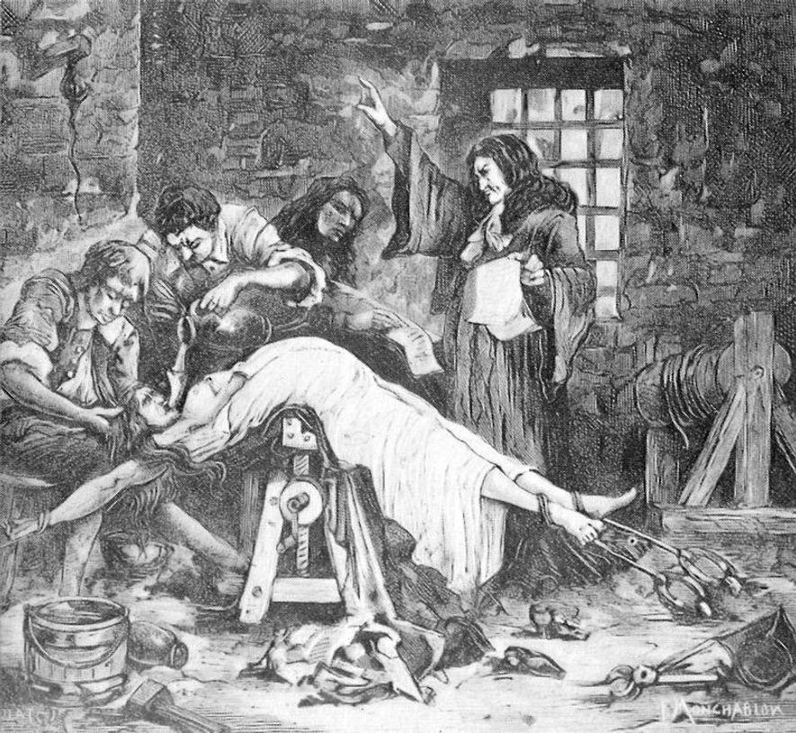 La Marquise de Brinvilliers subit le supplice de l'eau lors de son interrogatoire.