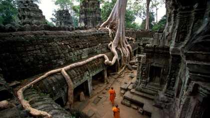 Une statue antique découverte près du temple d'Angkor Vat au Cambodge