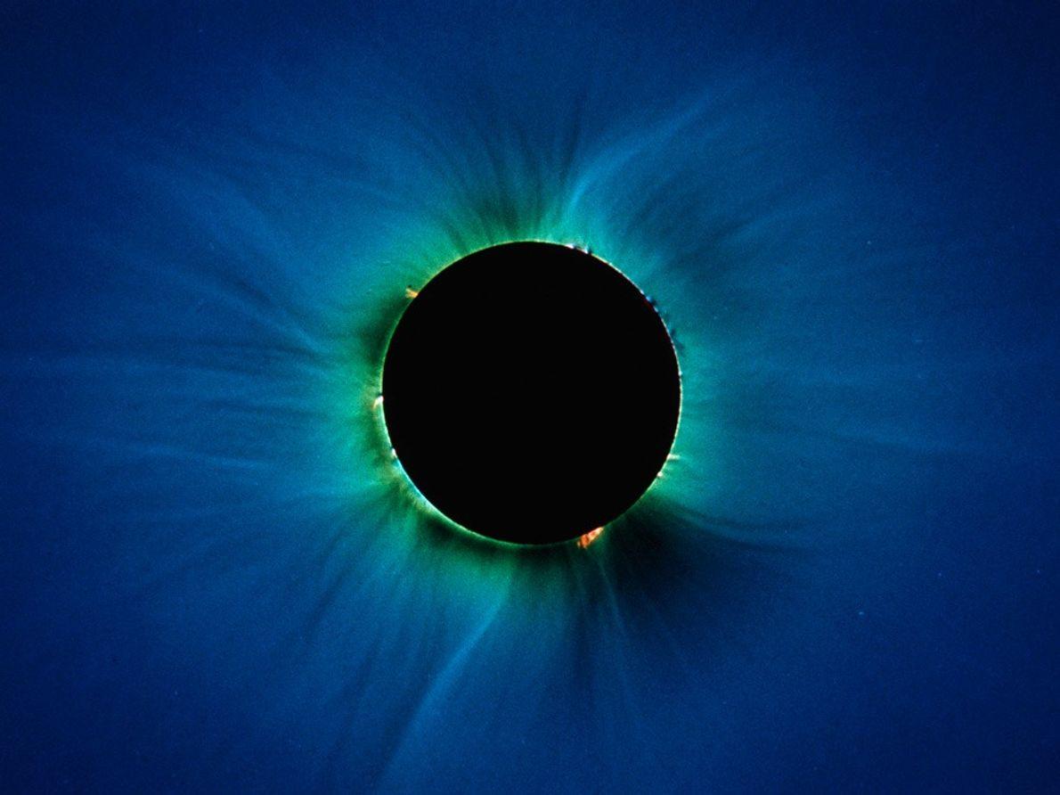 L'éclipse totale est plutôt rare. Elle se produit environ une fois l'an lorsqu'une nouvelle lune passe ...