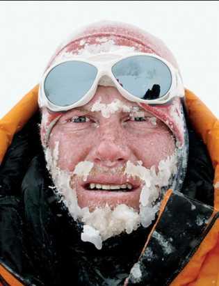 Après avoir survécu à une avalanche, le grimpeur et photographe Cory Richards a capturé le moment.