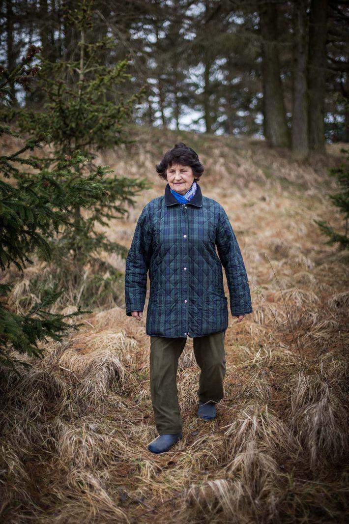 Née en 1936, Erna Schneider s'est échappée d'un train à bestiaux sans fenêtres transportant des enfants ...