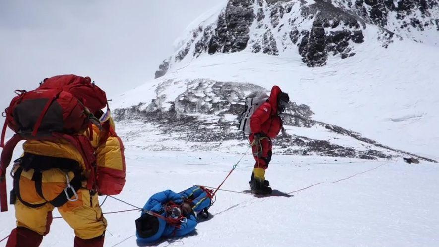 Sauvetage risqué sur l'Everest