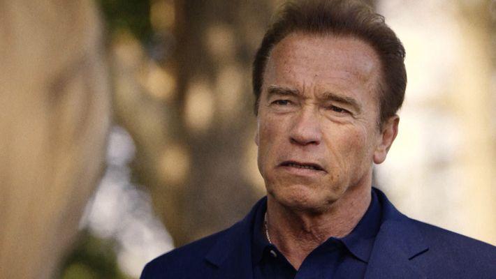 Arnold Schwarzenegger: De l'huile sur le feu