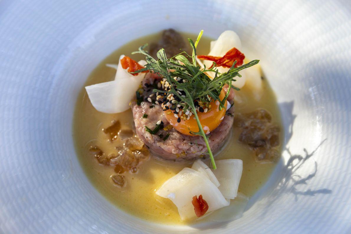 Chez Gusteau, la nourriture est aussi belle et distinctive que le terroir Tokaj environnant, dans lequel ...
