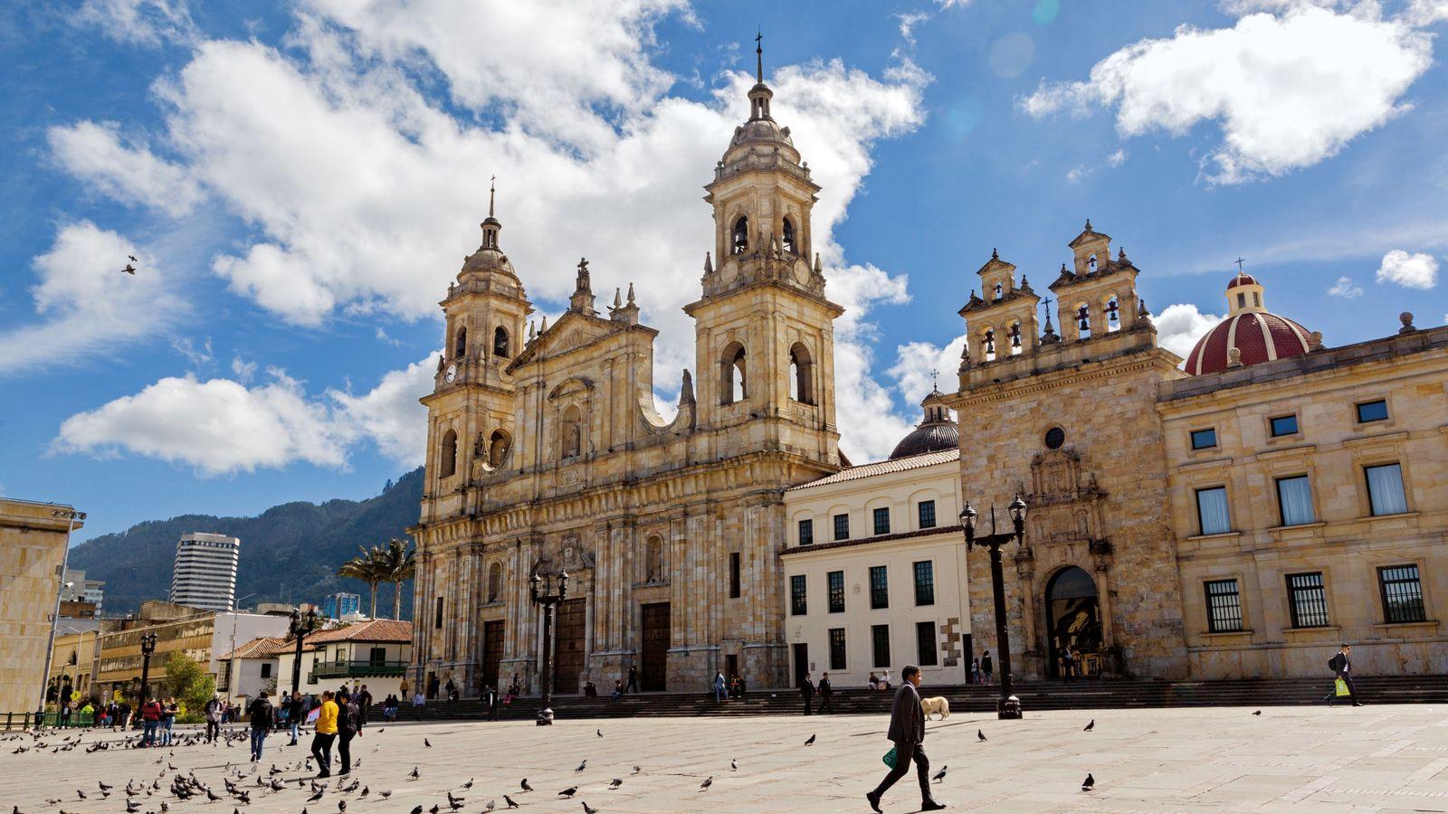 La cathédrale de l'Immaculée Conception domine la place centrale de Bogotá.