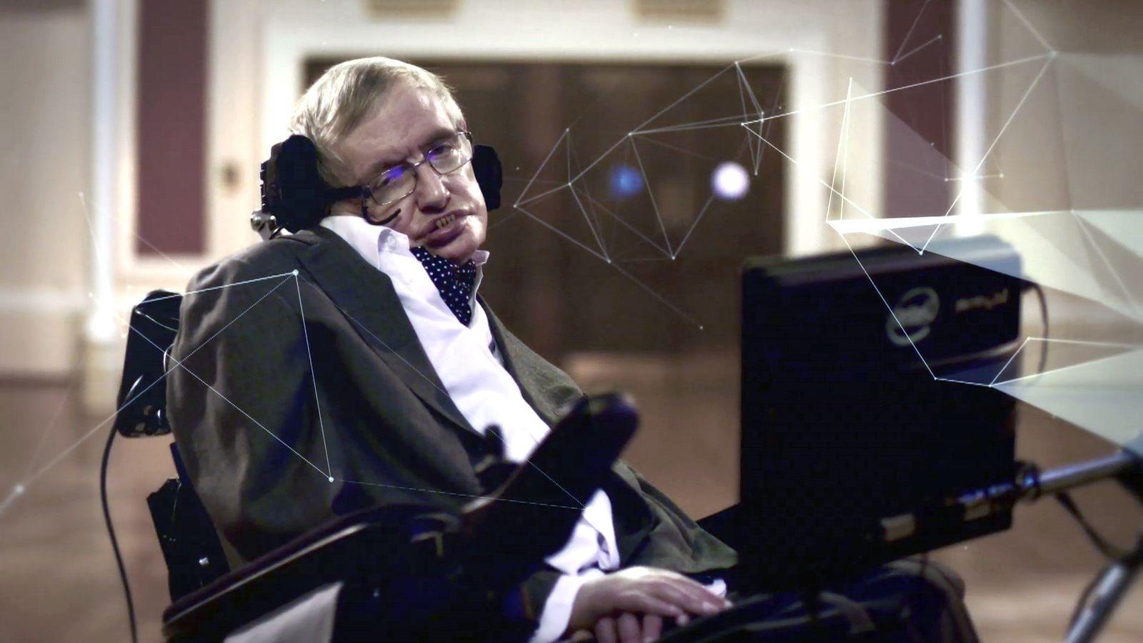 Stephen Hawking sur le tournage de GENIUS avec Stephen Hawking, série documentaire National Geographic.