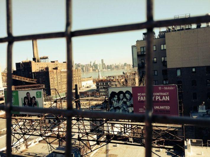 "New York, photo de J.P Félix. Vue de Manhattan depuis le pont de Brooklyn. ""Les lignes ..."