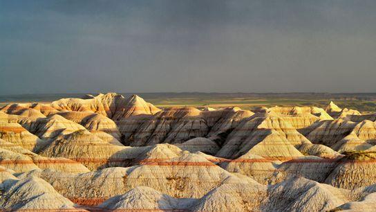 Au cœur du Dakota du Sud, les Badlands offrent un paysage lunaire, « sans bois, ni ...