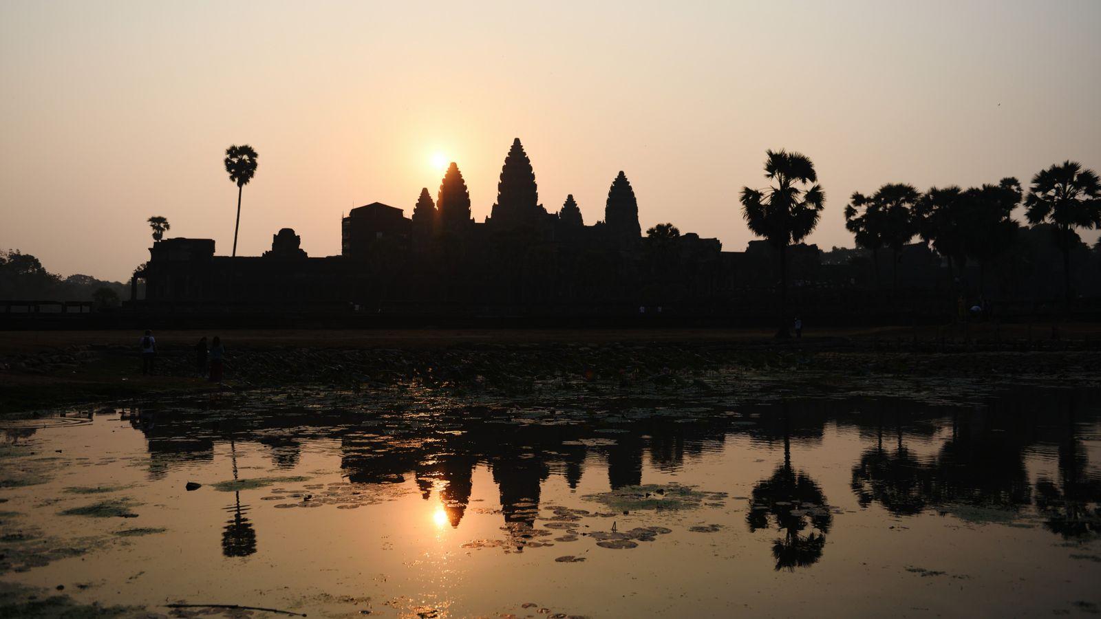 Pour être aux premières loges du lever de soleil sur les cinq tours du temple d'Angkor ...