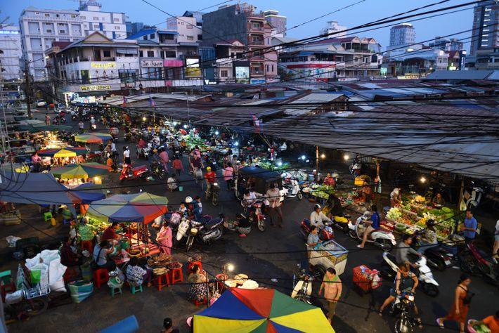 Dans le marché russe de Pnomh Penh, on trouve de tout et surtout des denrées atypiques ...