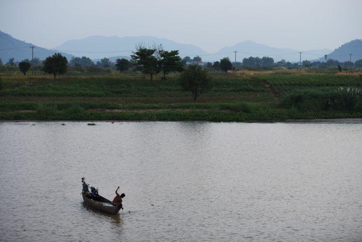 Le Tonlé Sap est un des lacs les plus poissonneux du monde et la majeure partie ...