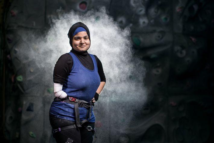 Anoushé Husain est née avec un bras droit qui s'arrête au niveau du coude et a ...
