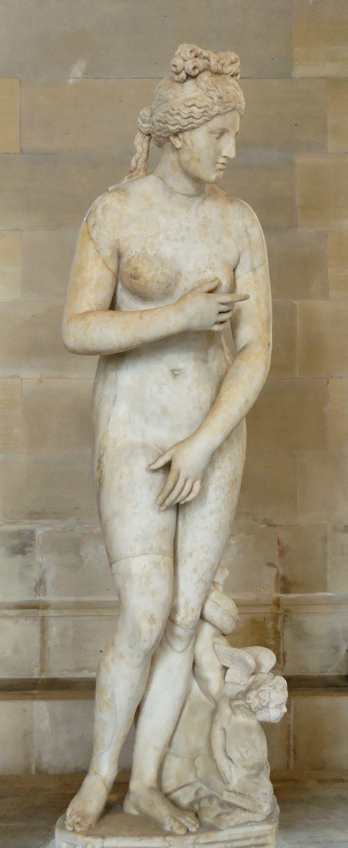 LA VÉNUS DU CAPITOLE - Cette représentation de la déesse de l'Amour s'inspire de l'Aphrodite de ...