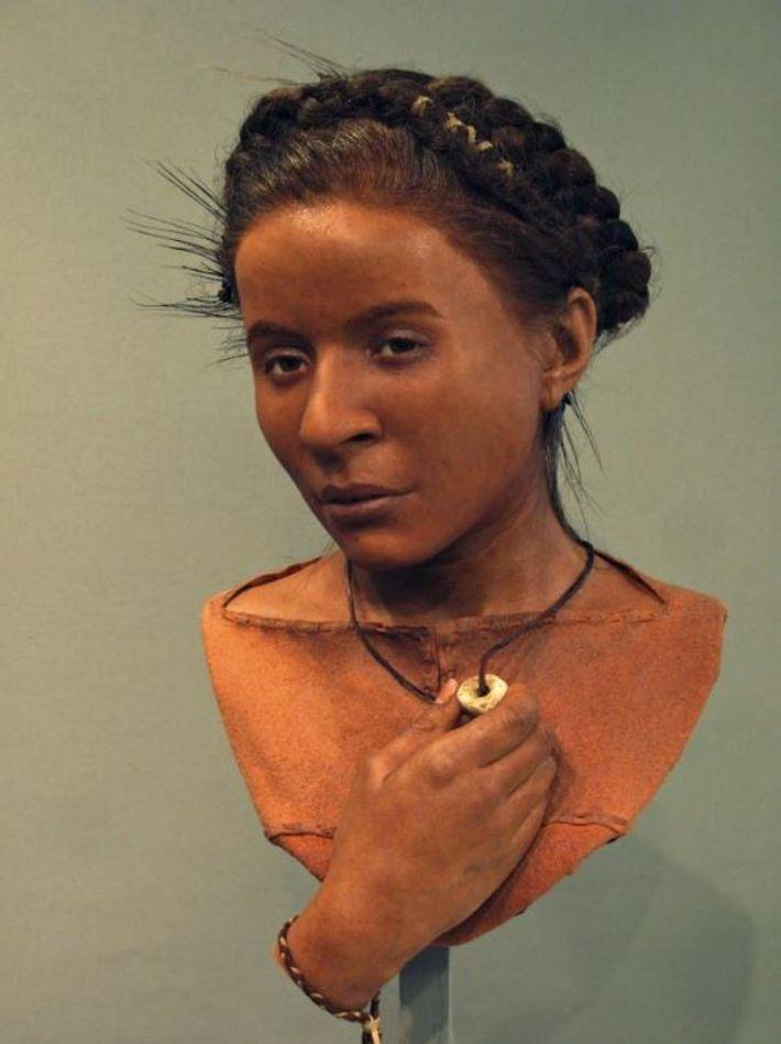 De petite taille et menue, « Whitehawk Woman » a vécu il y a 5 600 ...
