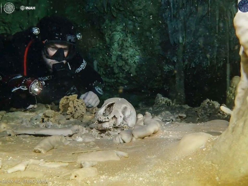 Découverte : La plus grande grotte sous-marine du monde abrite des reliques mayas