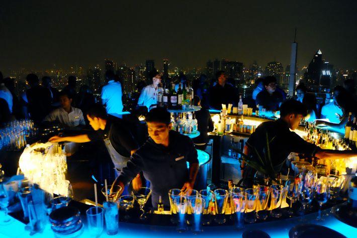 L'univers branché de l'Octave Rooftop Lounge & Bar de l'hôtel Marriott, où la jeunesse huppée, les ...