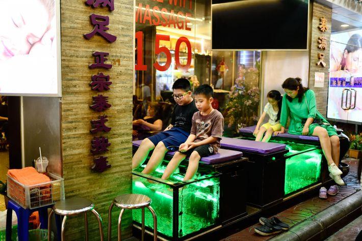 À Chinatown, la population est majoritairement « thai-chinese », née du métissage des Chinois et des ...