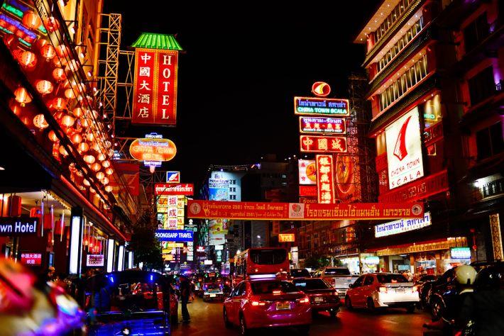 Non loin du centre historique de Bangkok, le quartier de Chinatown, reconnaissable à ses enfilades de ...