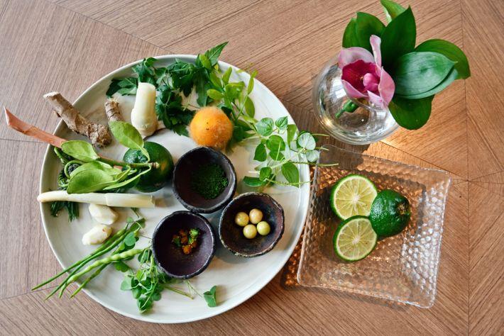Herbes aromatiques d'autrefois, ingrédients indispensables à la chef étoilée Bee Satongun.