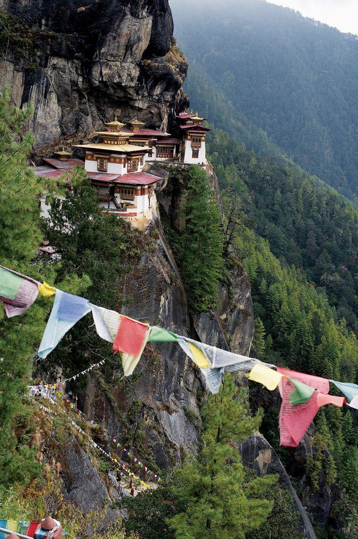 Monastère de Taktshang. Accroché à une falaise, à 3 120 m d'altitude, c'est le plus célèbre ...