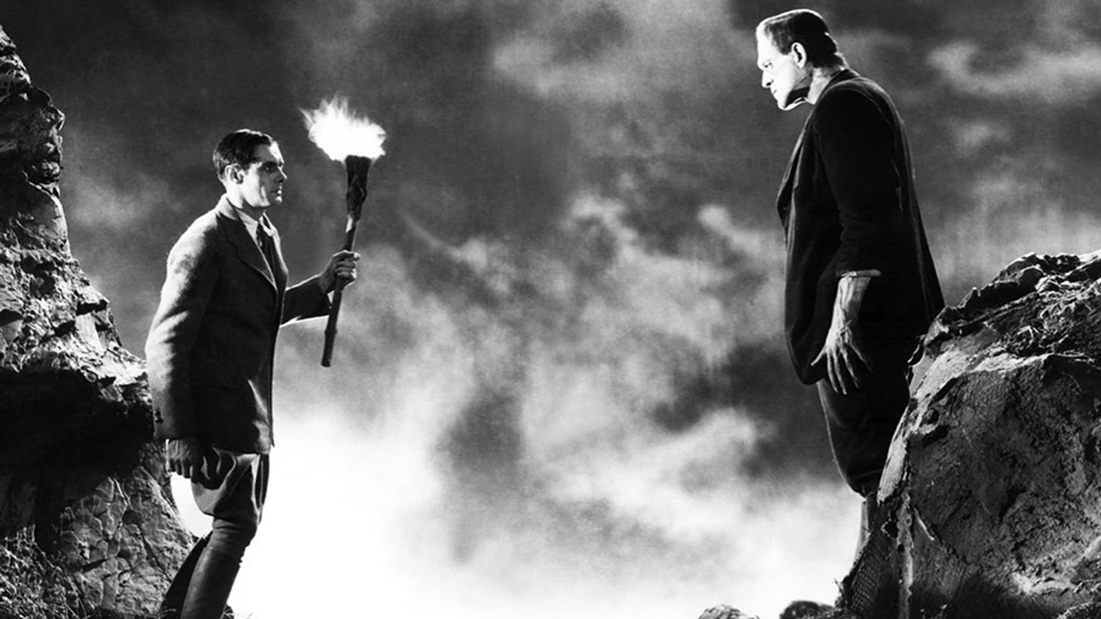La Créature, interprétée par Boris Karloff, rencontre son créateur, le Dr Victor Frankenstein, interprété par Colin ...