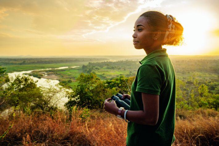 Dominique Gonçalves, écologue mozambicaine et boursière de laNational Geographic Society, est chargée dela surveillance deséléphants du ...