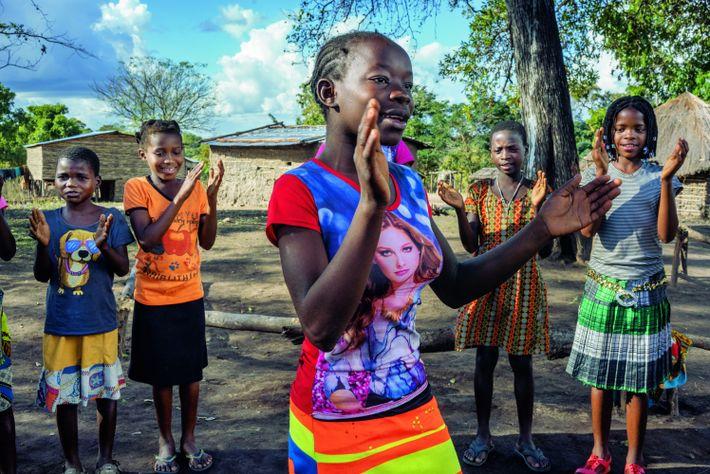 Les Clubs de filles de Gorongosa comptent plus de 2 000 membres – ici, celles du ...