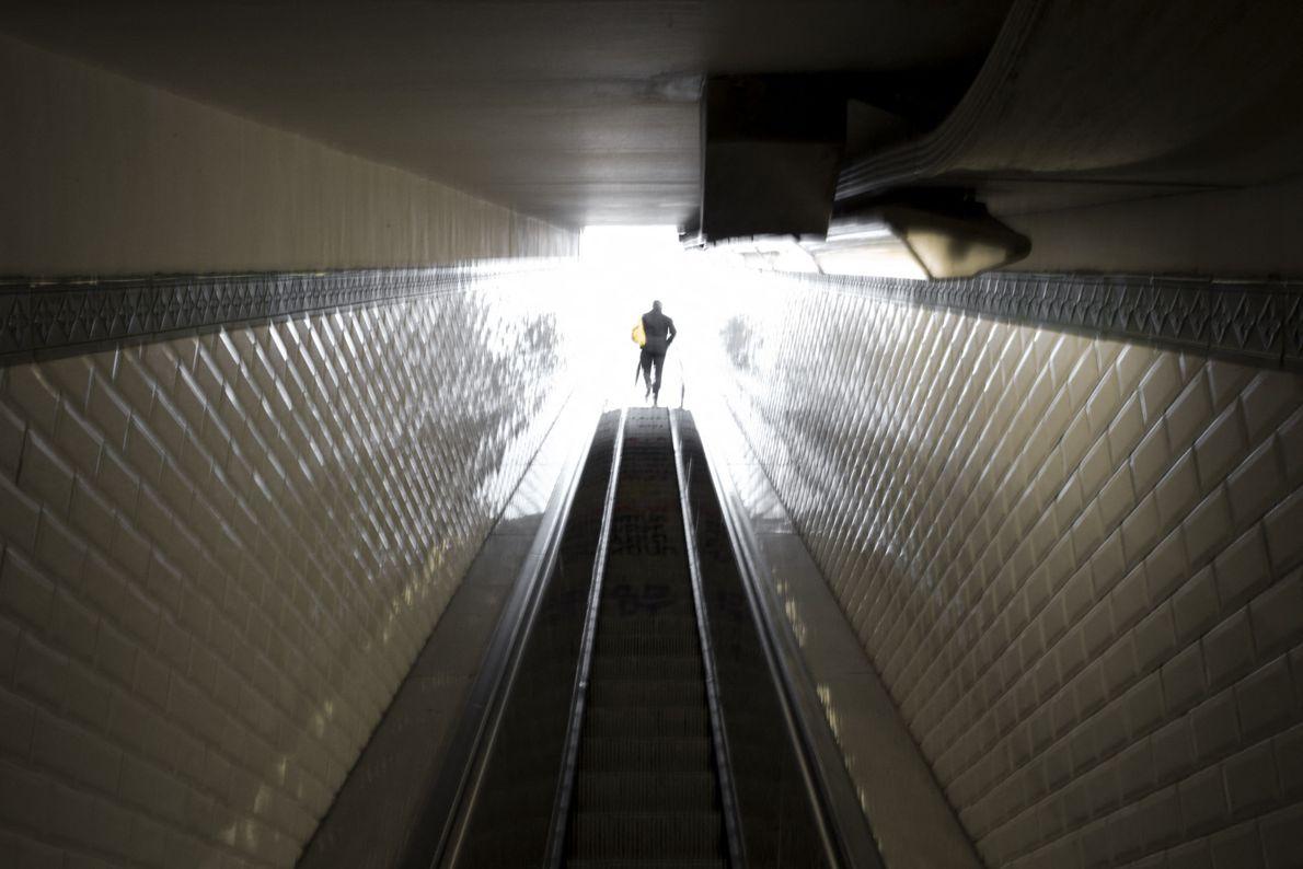 Sortie du métro, Paris