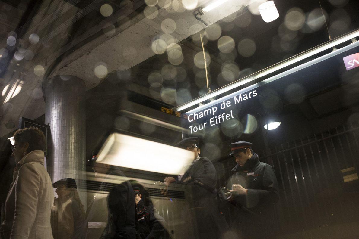 RER C, station Champ de Mars-Tour Eiffel, Paris.
