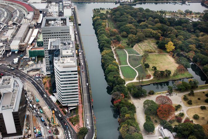 Aménagé au XVIIe siècle, le jardin Hama-Rikyū se trouve en face du quartier de Tsukiji, connu ...