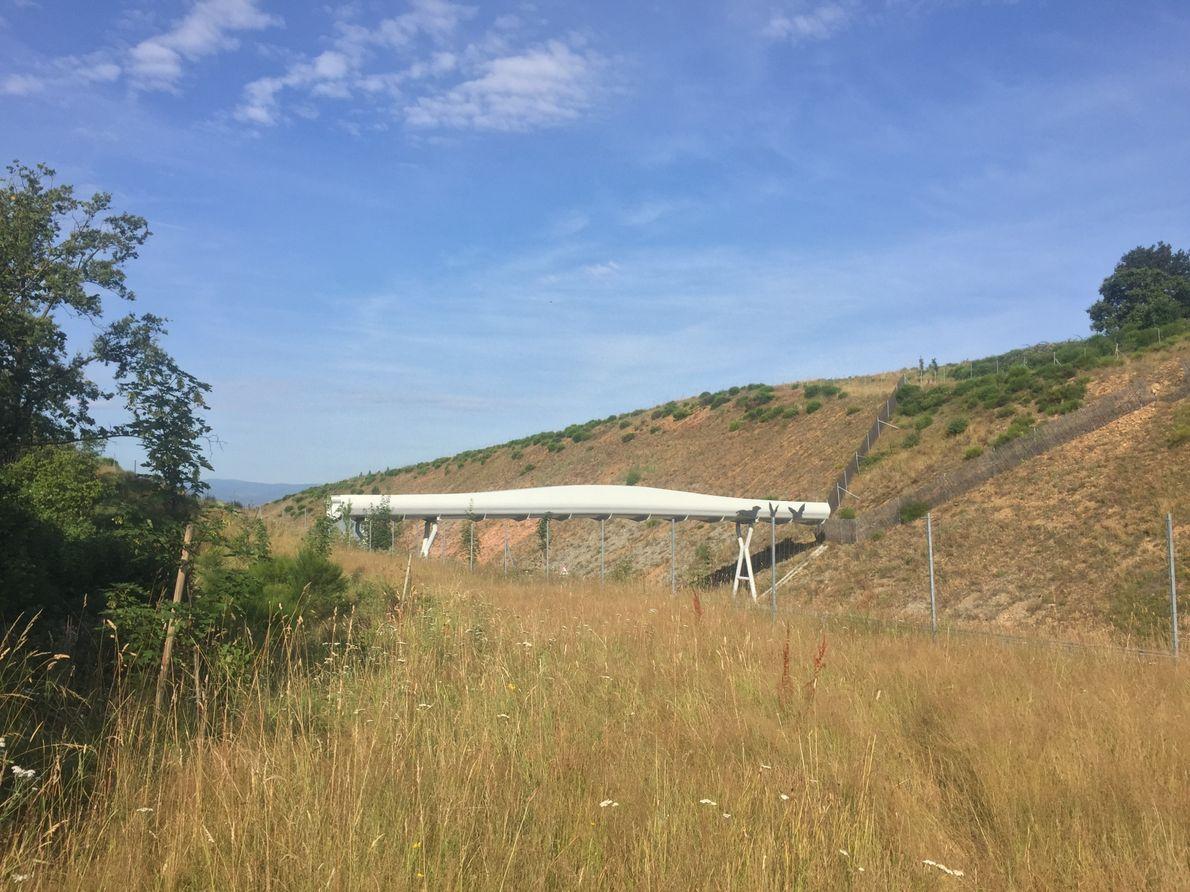 Ce chiroptéroduc a été placé au niveau de l'A89, en région Auvergne-Rhône-Alpes, à 325m d'un corridor ...