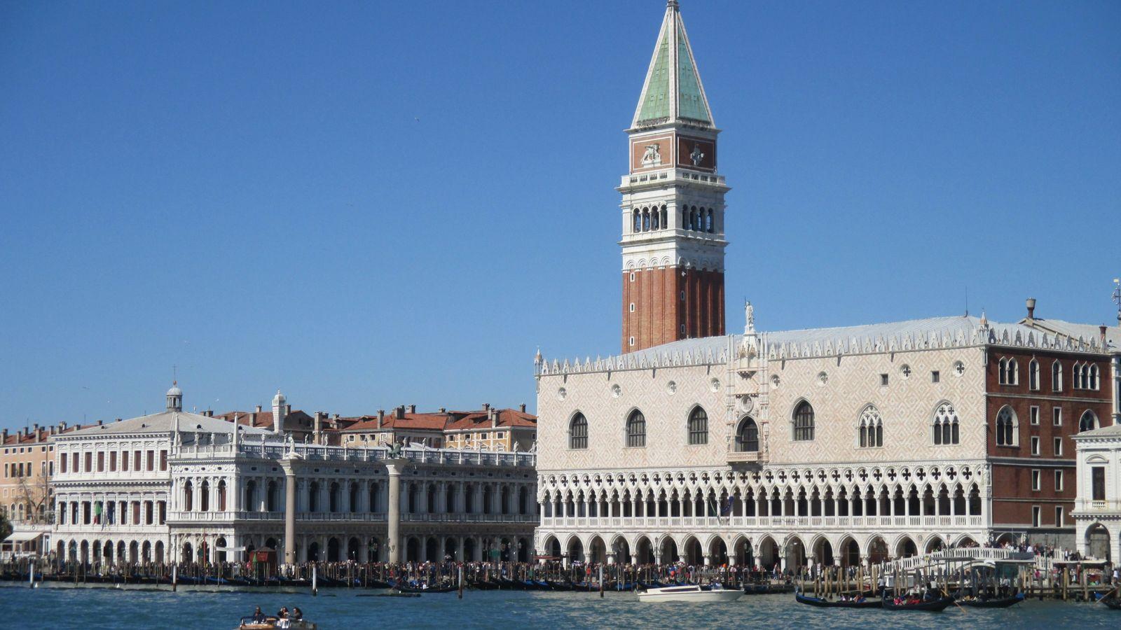 Classées au patrimoine mondial de l'UNESCO, Venise et sa lagune sont parmi les sites méditerranéens les ...
