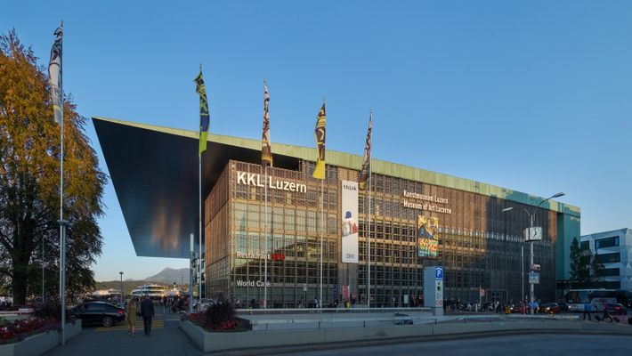 Façade ouest du Centre de culture et des congrès de Lucerne (KKL), réalisé par Jean Nouvel.