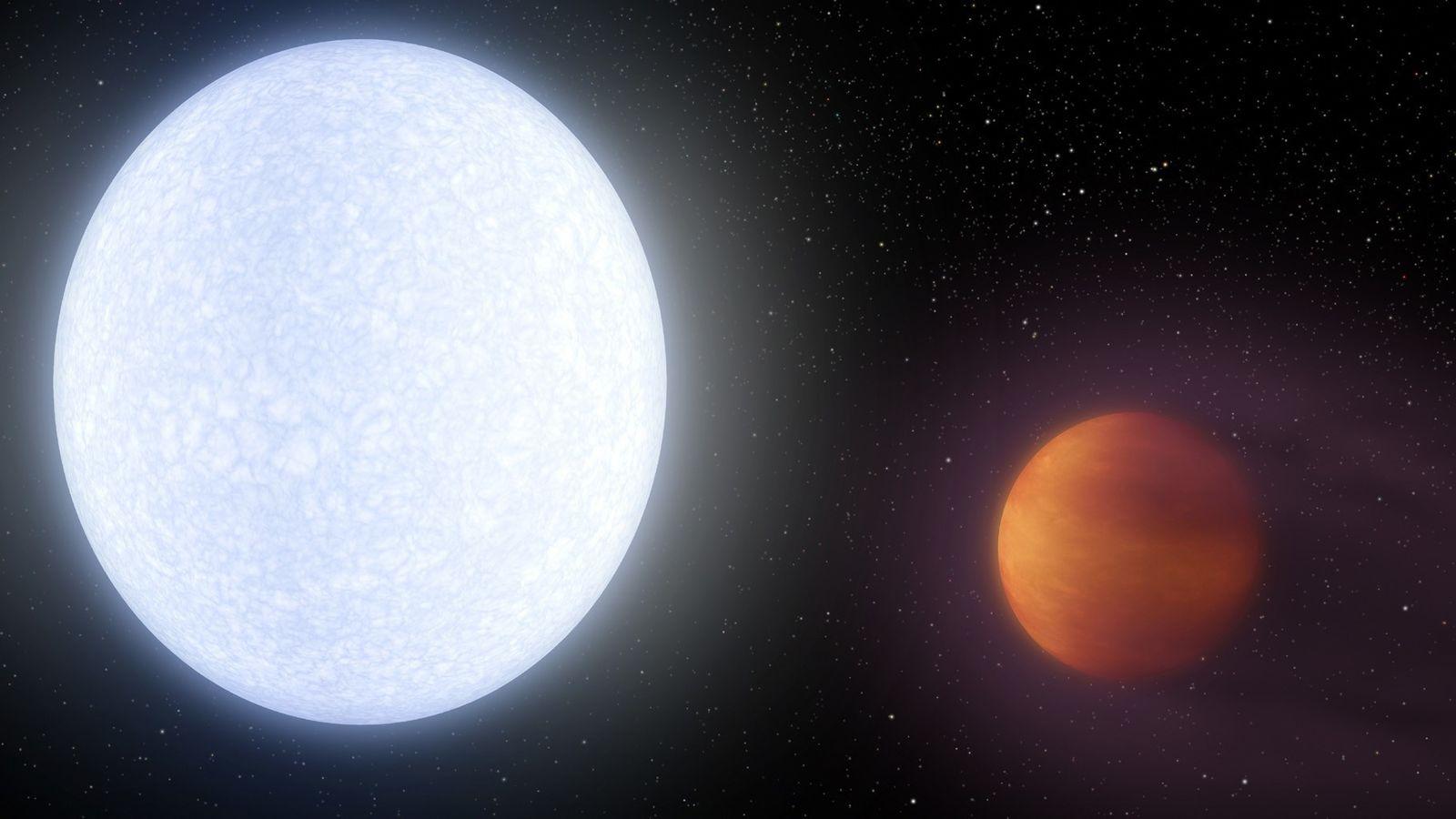 Cette vue d'artiste montre la planète KELT-9b en orbite autour de son étoile hôte, KELT-9. C'est ...