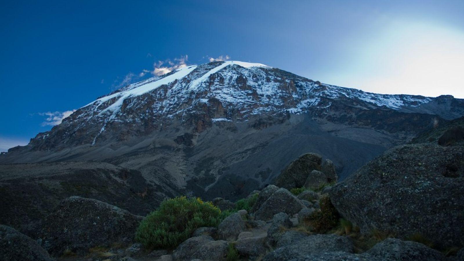 Prise de vue du Kilimanjaro, montagne située dans le Nord-Est de la Tanzanie et composée de ...
