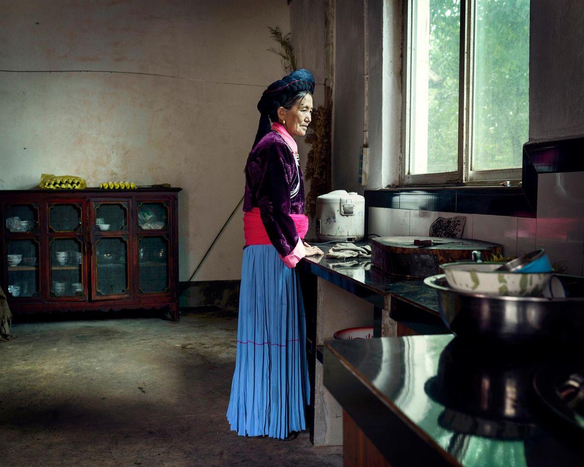 Du Zhi Ma, 61 ans, vit dans le village de Zhashi. Elle partage sa vie avec ...