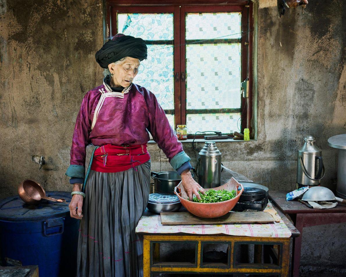 Geiku Dorma, 77 ans, photographiée chez elle. Elle profite du tourisme florissant de la région : ...