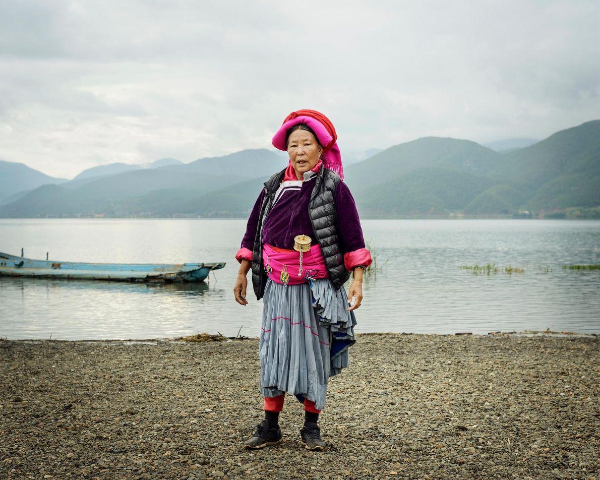 Dashi Lamu, 72 ans, près du lac Lugu, non loin du village de Luoshui. Chaque matin, ...