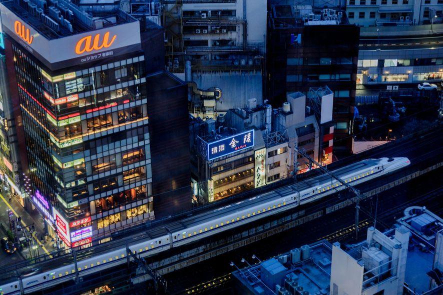 La ligne du Shinkansen traverse le centre-ville de Tokyo.