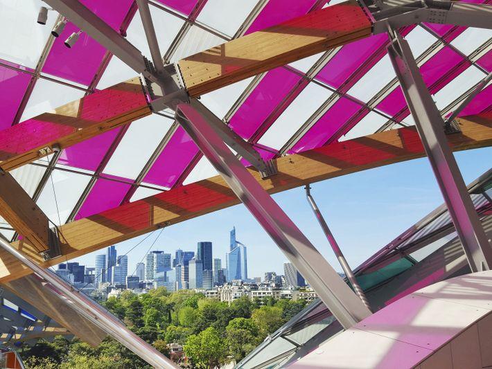Paris, photo de Mathieu Lehodey. Nature contre architecture. Cette vue prise depuis la Fondation Louis Vuitton, ...