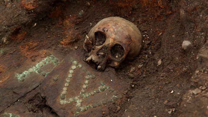 À Londres, découvrez les vestiges d'un cimetière sous une station de métro