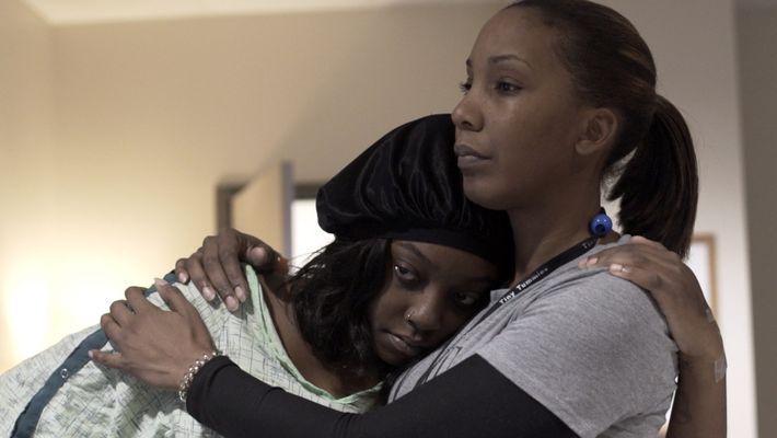 Aux États-Unis, les femmes noires ont 2,6 fois plus de chances de mourir en couche que ...