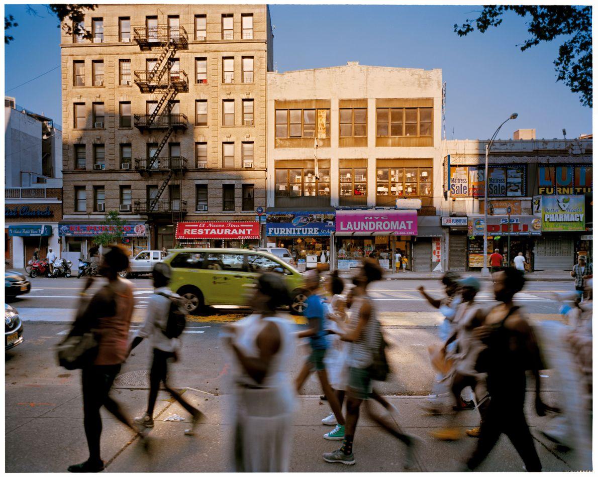 New York, É.-U. DR. MARTIN LUTHER KING JR. BOULEVARD Renommé en 1984. Des danseurs du spectacle ...