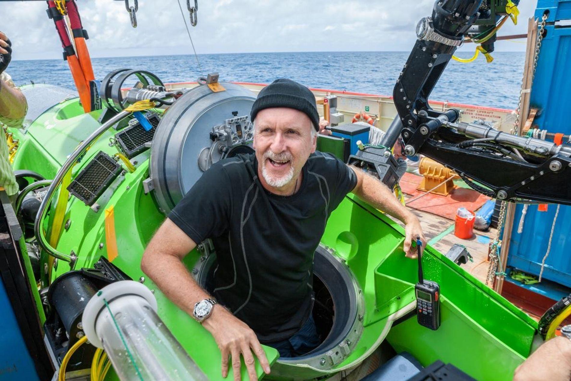 National Geographic et Rolex ont apporté leur soutien au travail remarquable effectué par quelques-uns des explorateurs les plus émiments au monde, comme le photographe David Doubilet (à gauche), le réalisateur James Cameron (à droite) et l'océanographe Sylvia Earle.