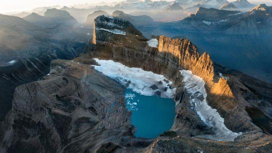 Les glaciers ont façonné l'arête rocheuse de Garden Wall. Celui de Grinnell occupait jadis tout le ...