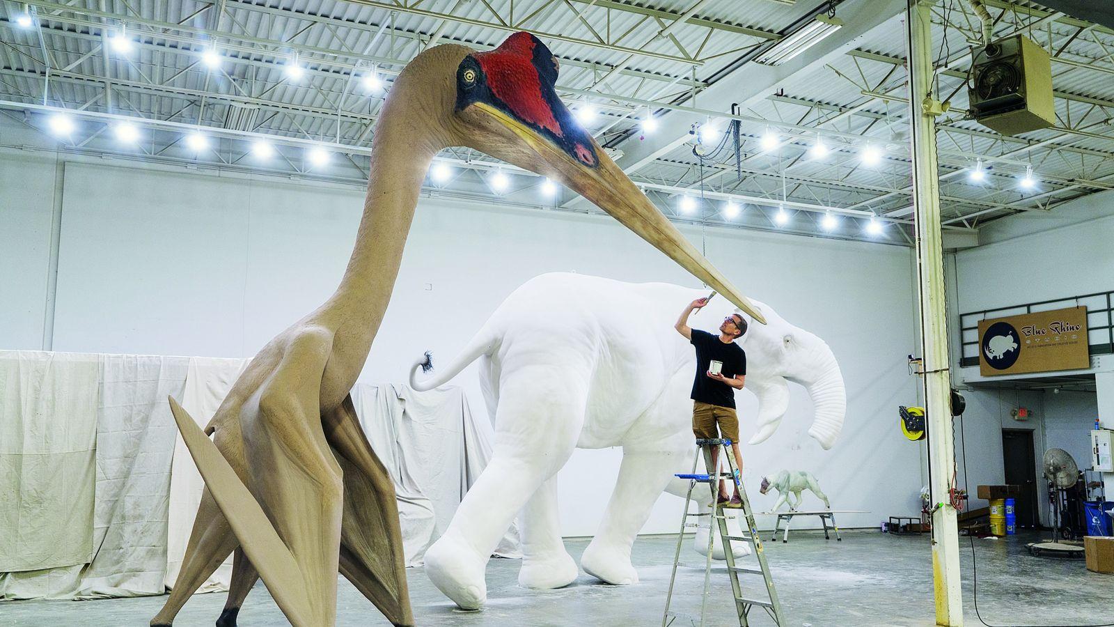 Quetzalcoatlus northropi est presque aussi haut qu'une girafe et a l'envergure d'un avion de chasse. Cette ...