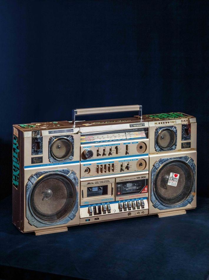Radiocassette de Public Enemy – Chuck D a acheté cette boom box en 1967 à New ...