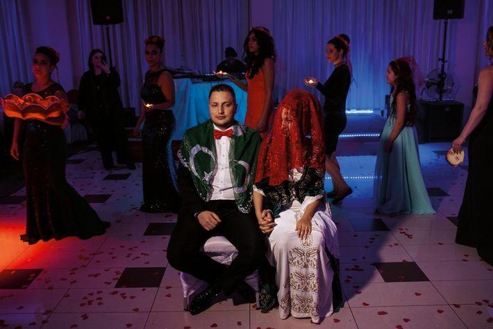 Peu de mariages mixtes – À Berlin, Gözde Sakallı, qui va se marier avec Serkan Çavan, ...