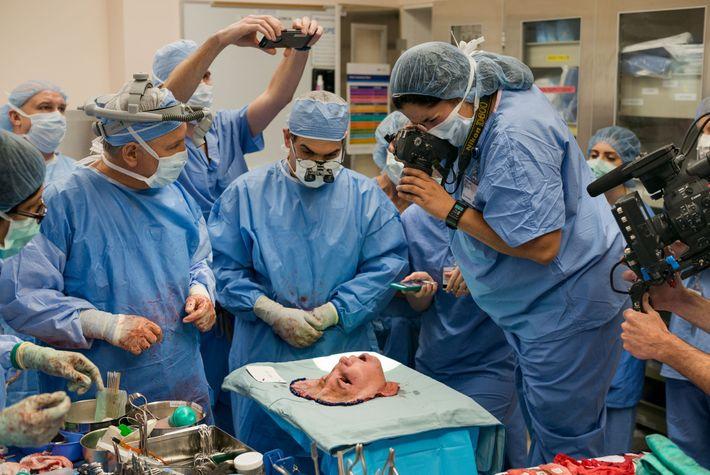 Après seize heures d'opération à la Cleveland Clinic, un groupe hospitalier américain situé dans l'Ohio, les ...